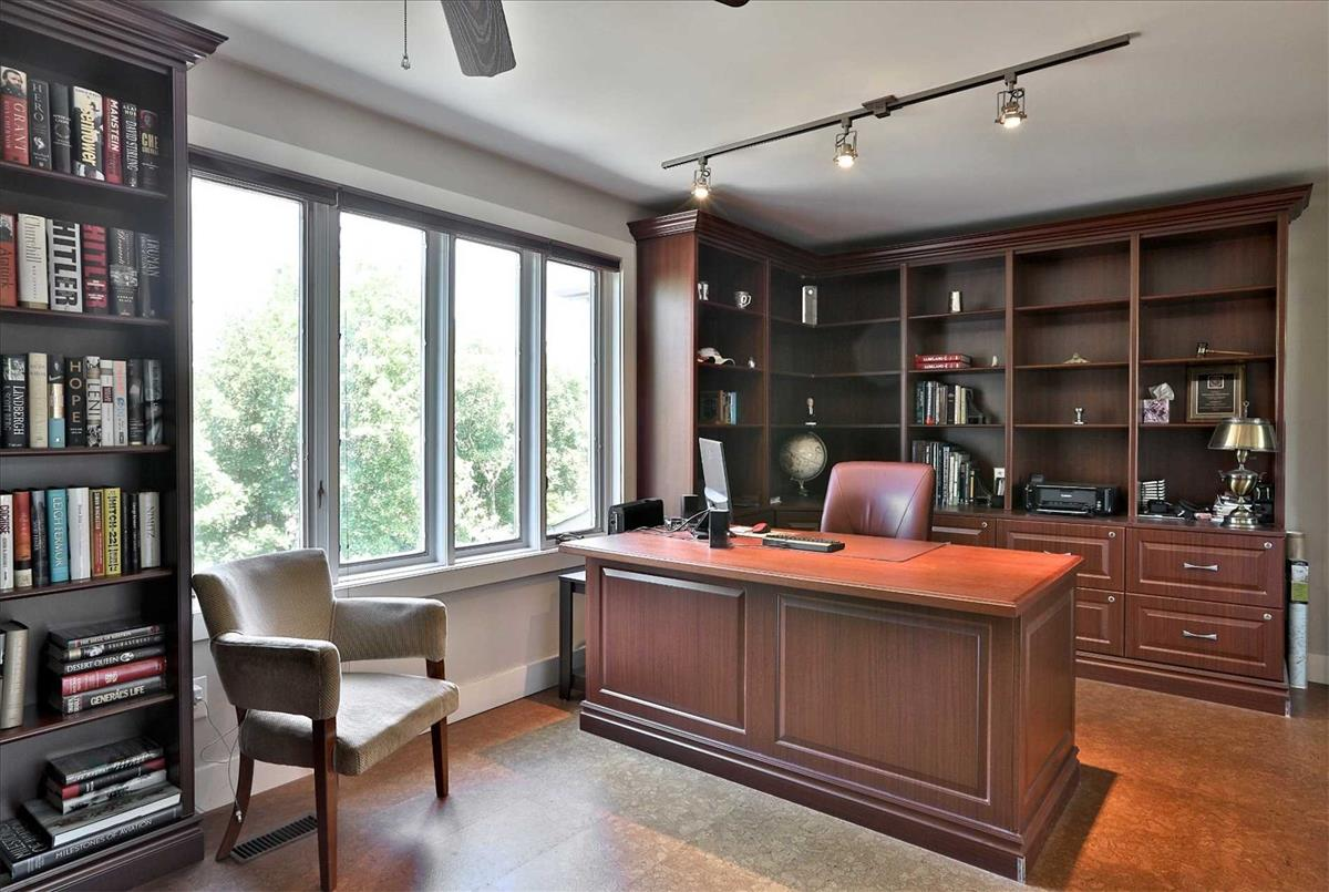 252 Castlefield Ave Toronto RE/MAX Hallmark Group of Companies