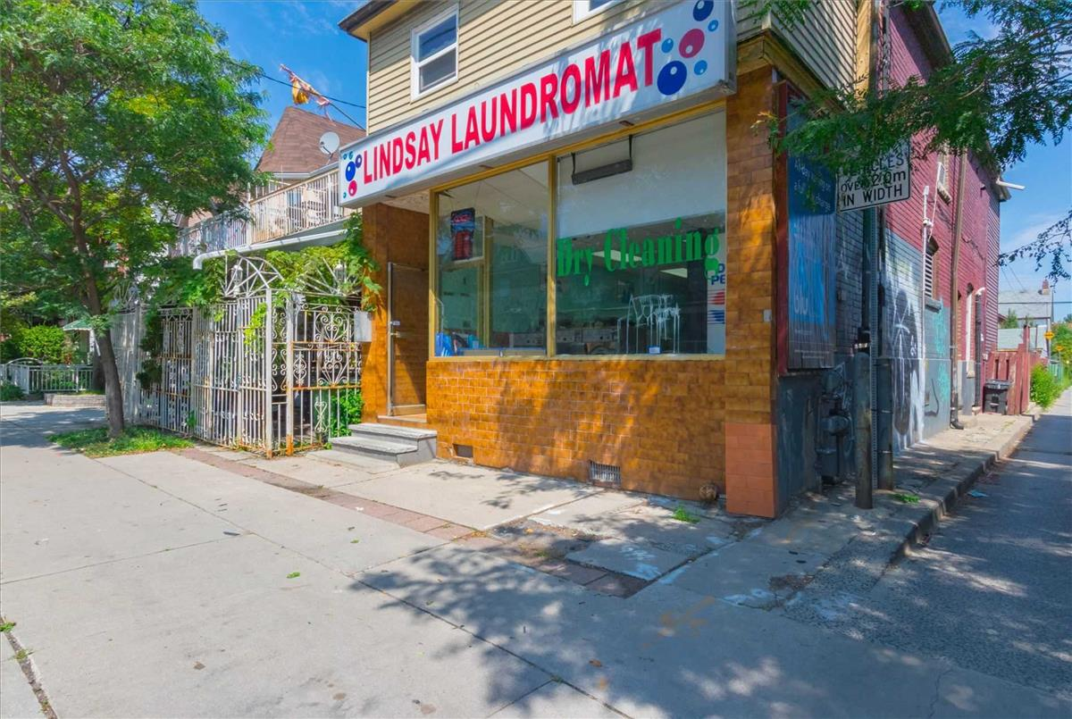523 Lansdowne Ave Toronto RE/MAX Hallmark Group of Companies