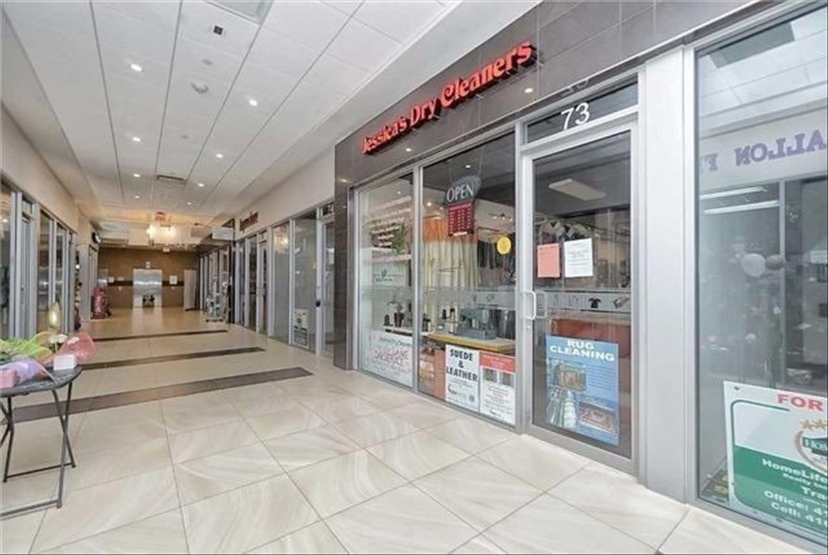 384 Yonge St Toronto RE/MAX Hallmark Group of Companies