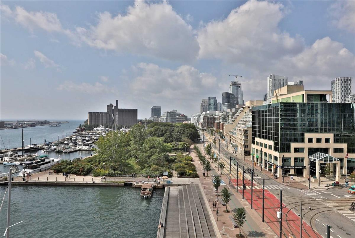 401 Queens Quay Blvd W Toronto RE/MAX Hallmark Group of Companies