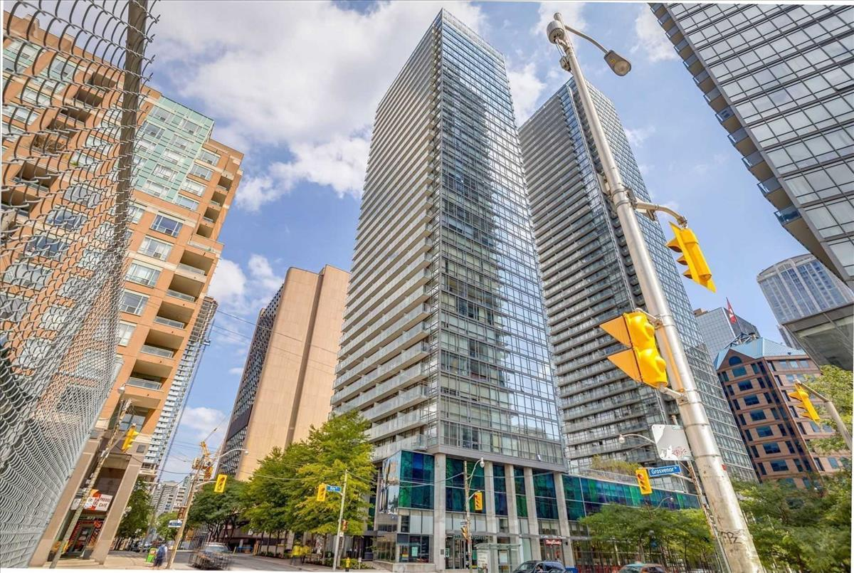37 Grosvenor St Toronto RE/MAX Hallmark Group of Companies
