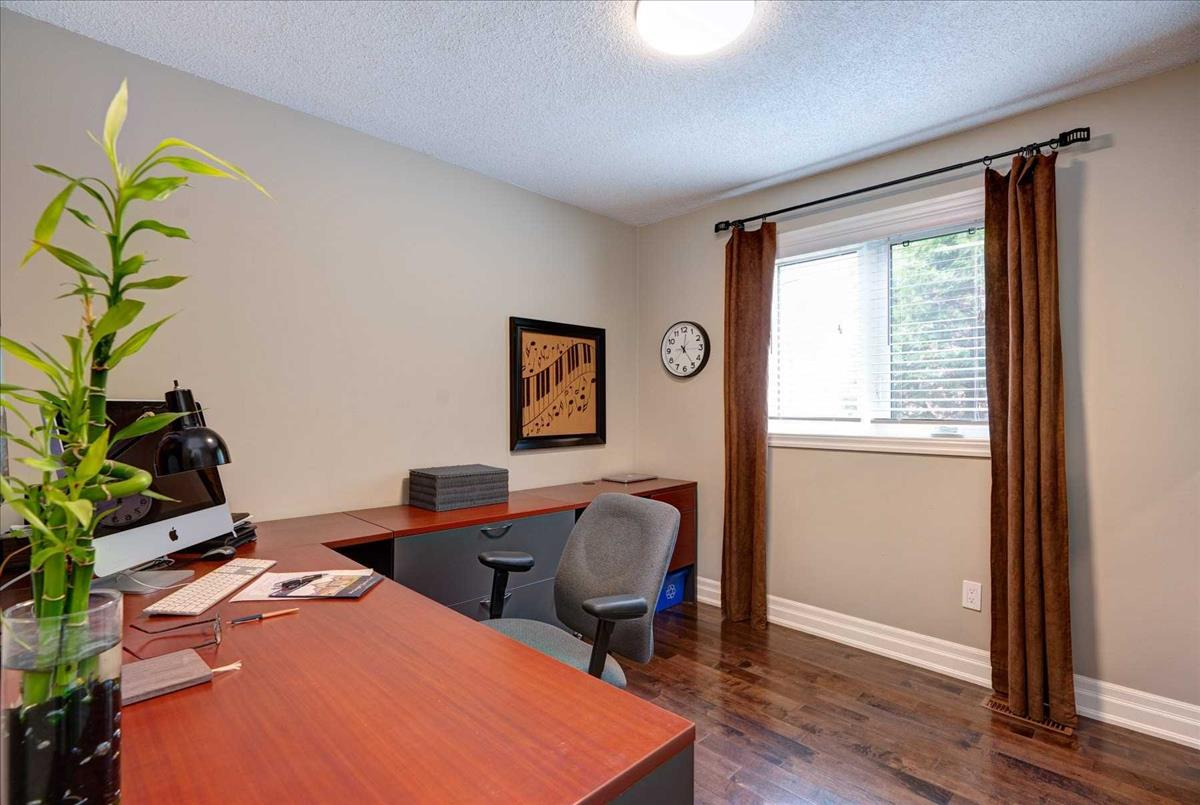 233 Mossbrook Sq Pickering RE/MAX Hallmark Group of Companies