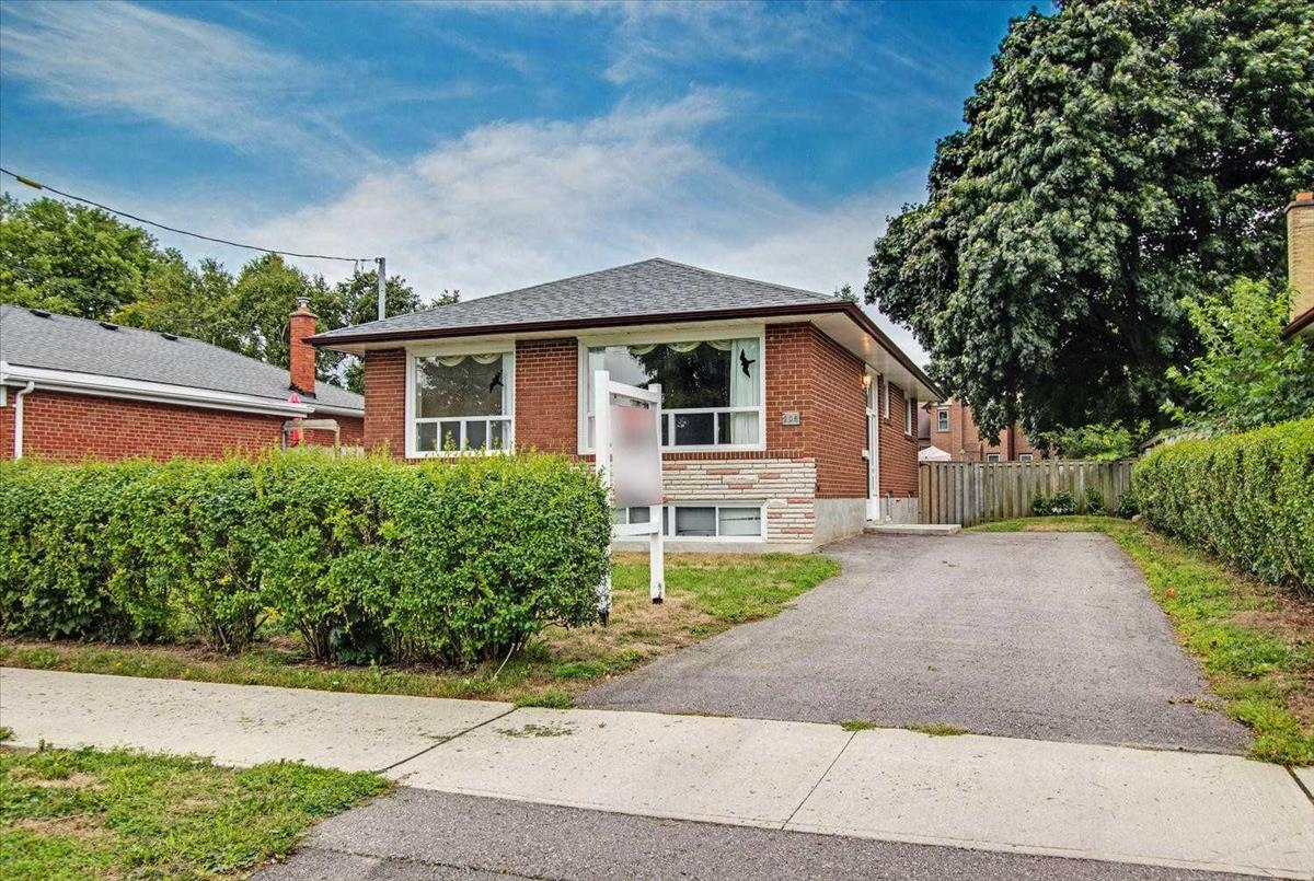 205 Crawforth St Whitby RE/MAX Hallmark Group of Companies
