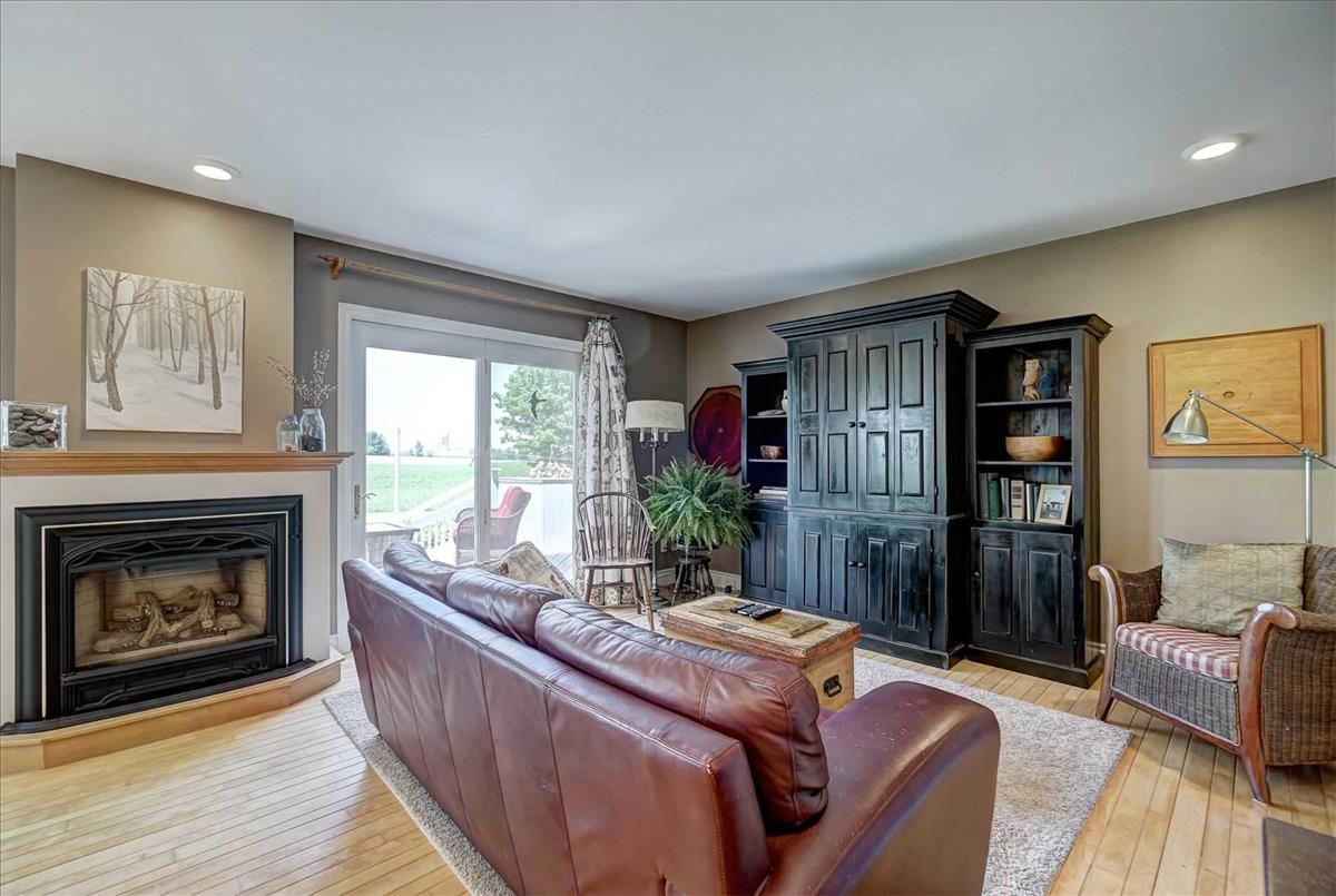 2368 County 89 Rd Innisfil RE/MAX Hallmark Group of Companies