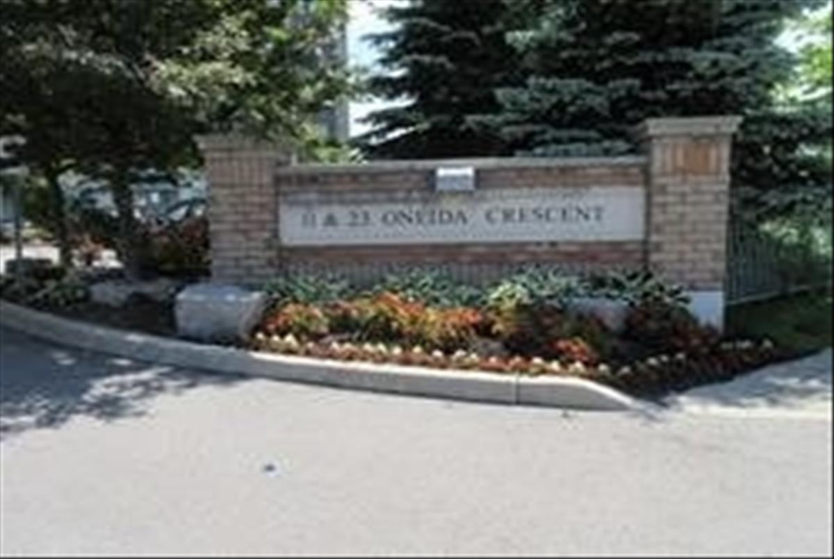 23 Oneida Cres Richmond Hill RE/MAX Hallmark Group of Companies